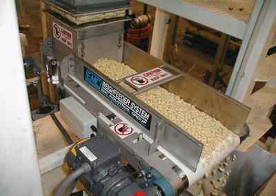 Weighfeeder for Nuts